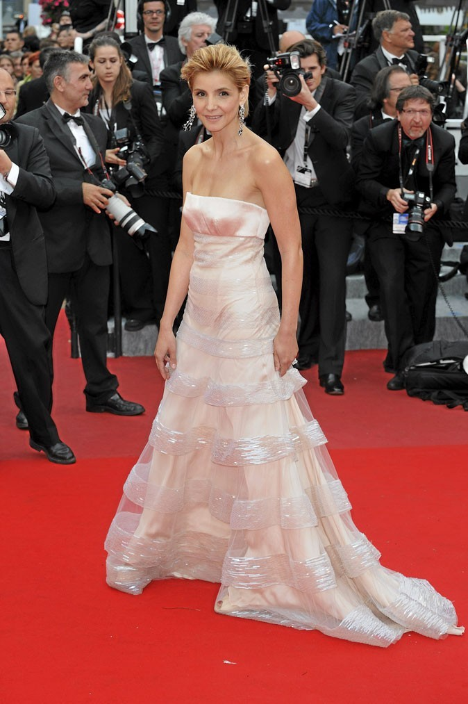 Festival de Cannes 2010 : la robe blanche bustier de Clotilde Courau