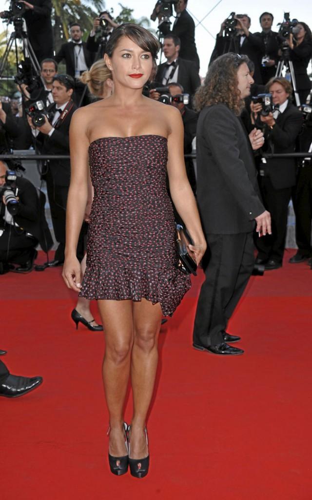 Festival de Cannes 2010 :  la robe bustier à pois d'Emma de Caunes