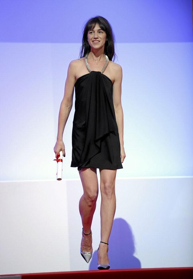 Festival de Cannes 2010 :  la robe courte noire de Charlotte Gainsbourg