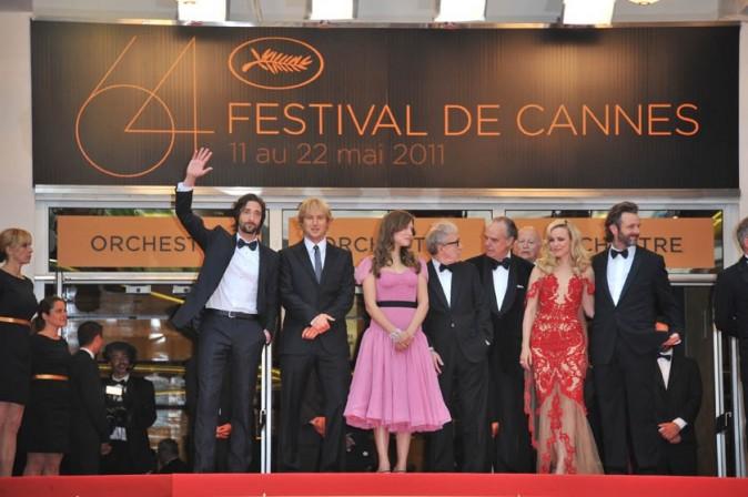 Adrien Brody, Owen Wilson, Léa Seydoux, Woody Allen, Frédéric Mitterand, Rachel McAdams et Michael Sheen, lors de la montée des marches du festival de Cannes, pour le film Midnight in Paris, le 11 mai 2011.