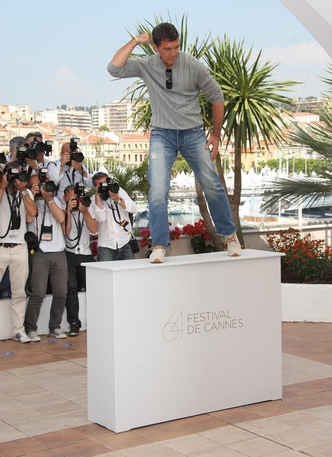 Envoyez le plâtre, Antonio est prêt à devenir une statue!
