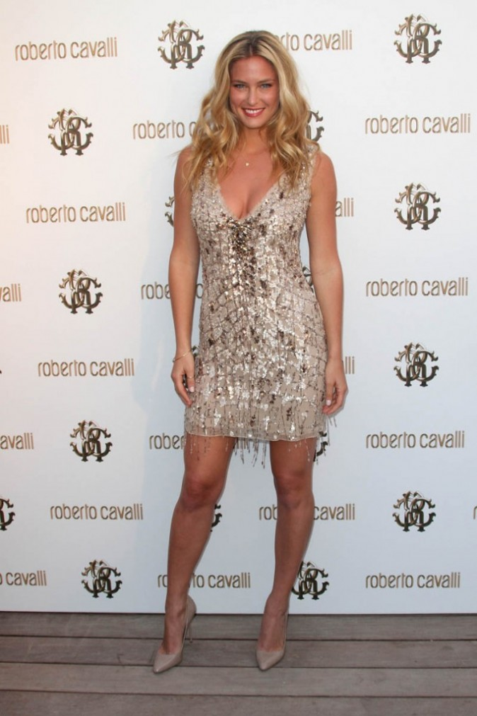 Bar Refaeli bien plus glamour ...