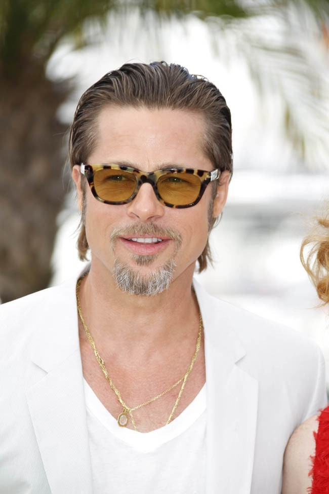 """Brad Pitt un tantinet """"mia"""" avec ses chaines en or?"""