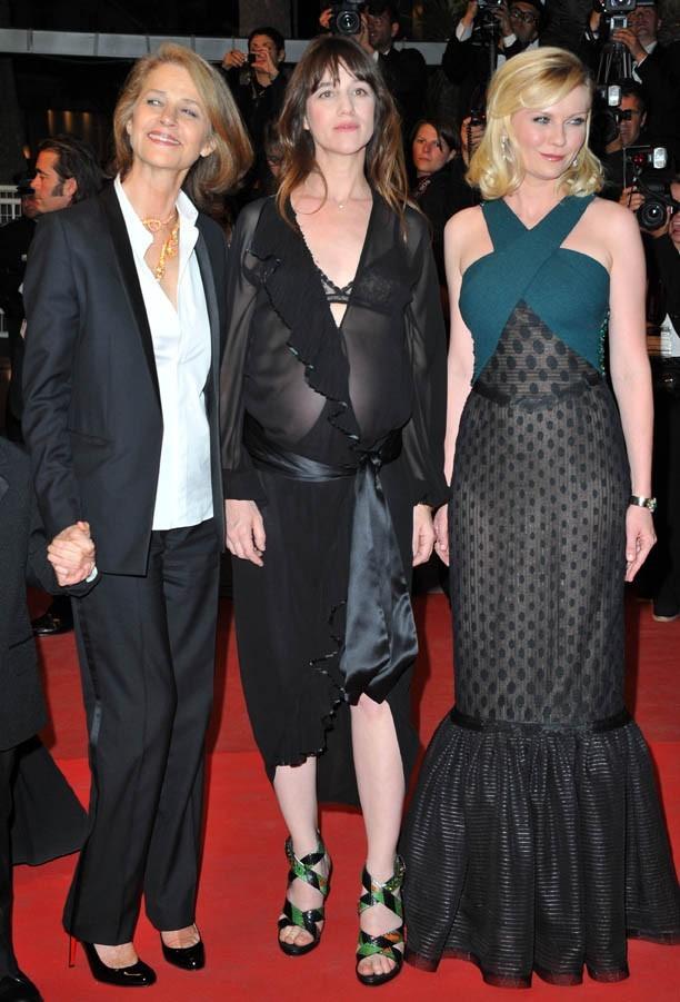 Charlotte pose avec Kirsten Dunst, sa soeur dans le film