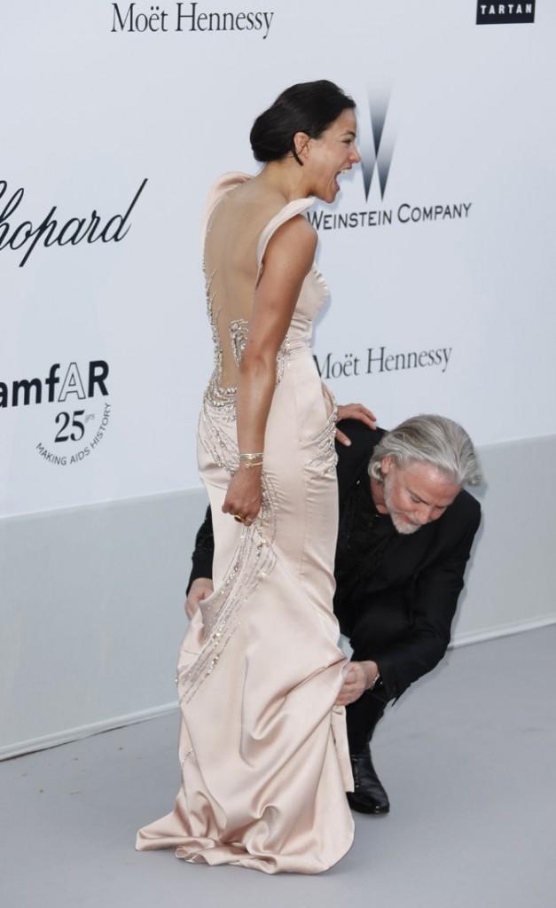 Photos : Cannes 2011 : ... au moins, ça la fait rire !