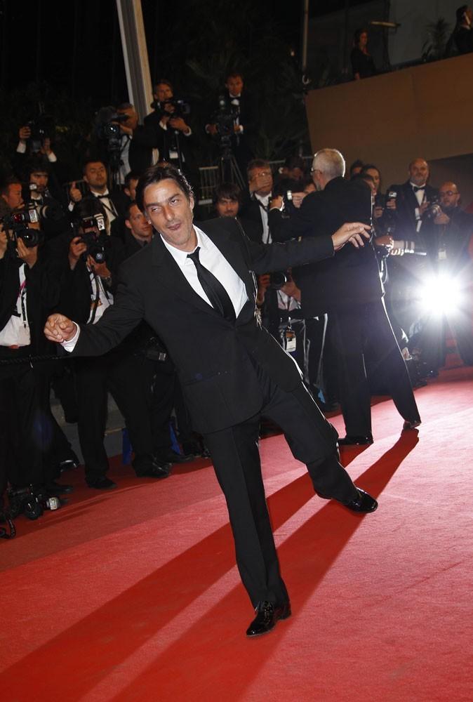Photos : Cannes 2011 : Yvan Attal nous fait un remake de The walking dead