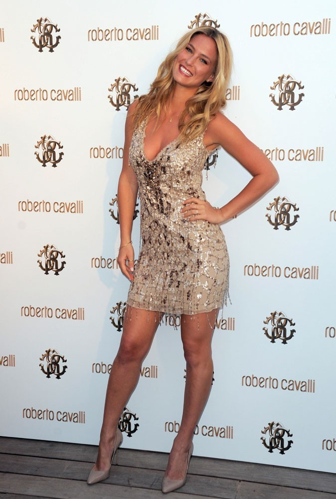Photos : Cannes 2011 : Bar Refaeli était présente au cocktail Roberto Cavalli