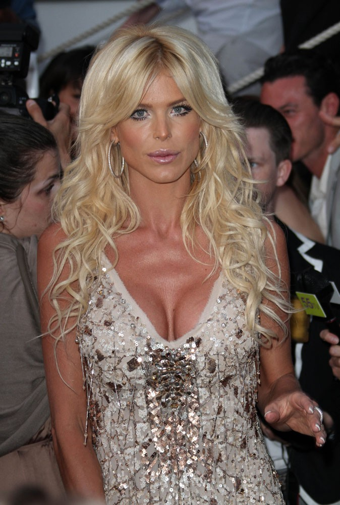 Photos : Cannes 2011 : Victoria Silvstedt a l'air plus que ravie d'être là !