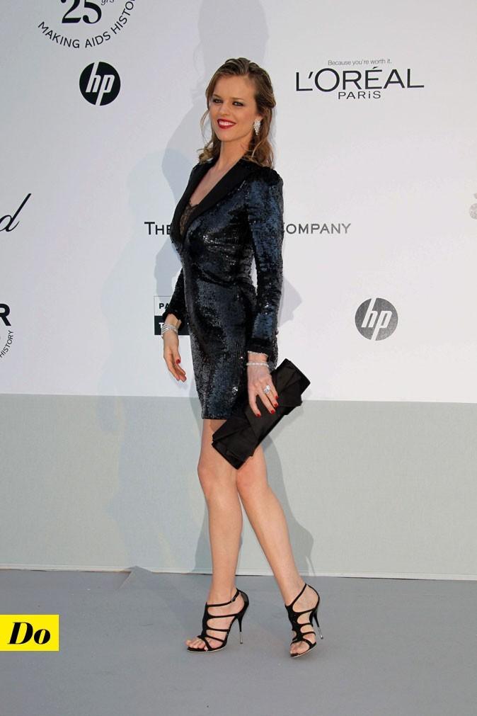 Festival de Cannes 2011 : la robe smoking à sequins d'Eva Herzigova