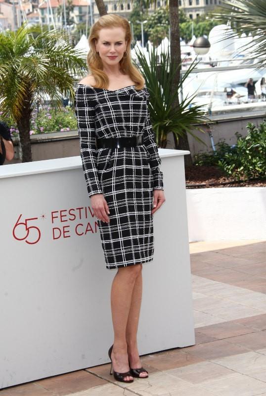 Nicole Kidman, élégante en robe droite