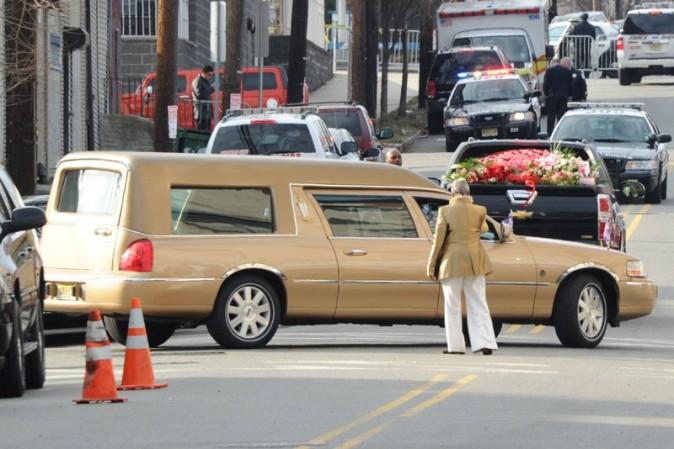 La limousine dorée qui a transporté son cercueil