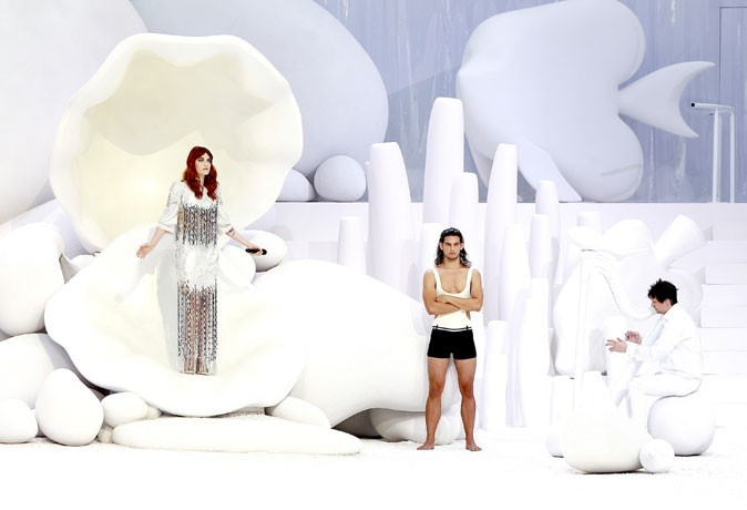 Défilé Chanel printemps été 2012 avec Florence Welch