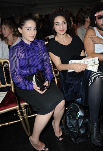Camélia Jordana et Marilou Berry au défilé Jean-Paul Gaultier printemps été 2012