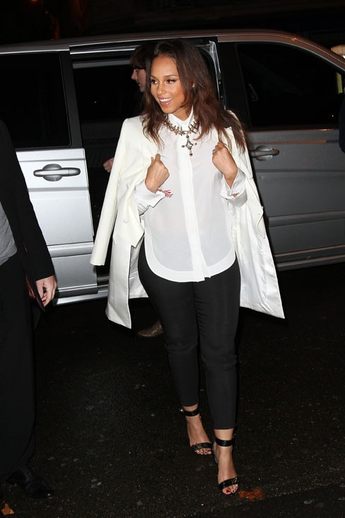Alicia Keys arrive au défilé Givenchy !
