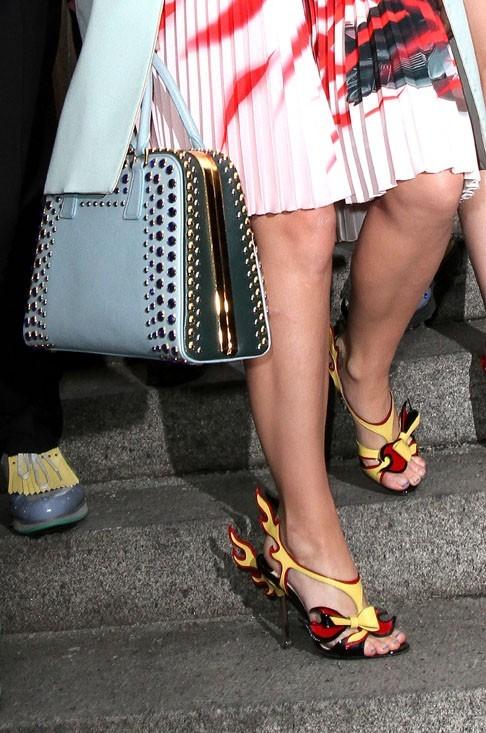 Elle peut speeder avec ces chaussures !
