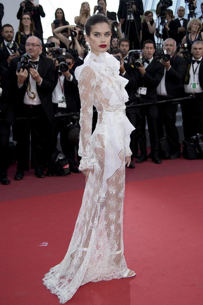 Sara Sampaio en robe Maison Francesco Scognamiglio - Cannes, le 22 mai 2017