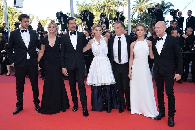 Cannes 2016 : Virginie Efira, Isabelle Hupert et Laurent Laffite : une montée très remarquée pour
