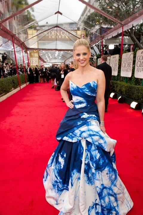 Sarah Michelle Gellar sur le long tapis rouge des Golden Globes