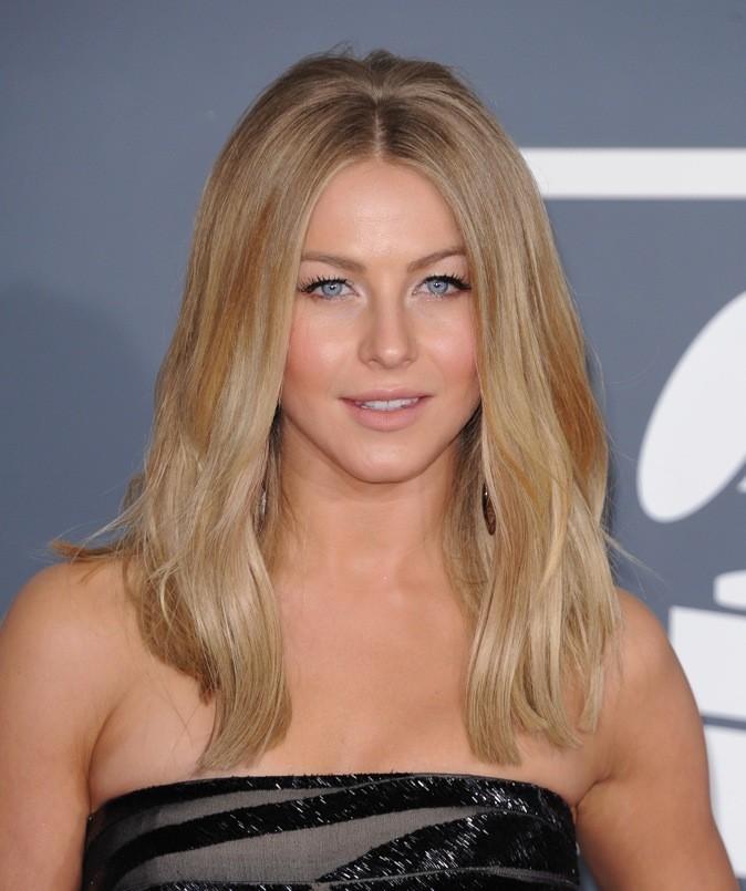 Julianne Hough : Blond californien et cheveux ultra-lisses, elle est au top!