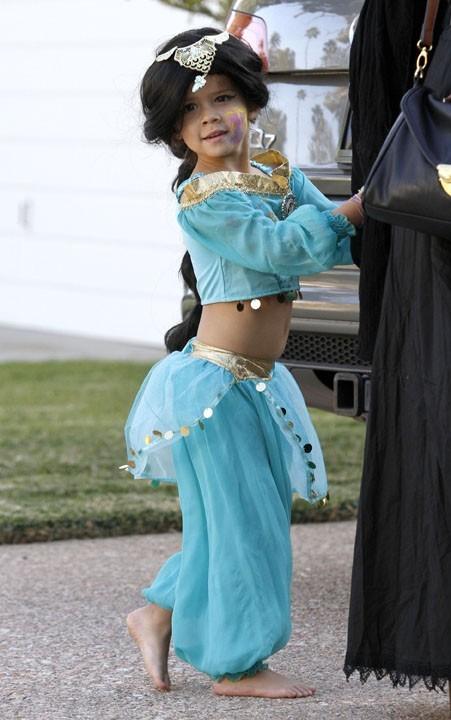 Honor Marie déguisée en danseuse orientale !