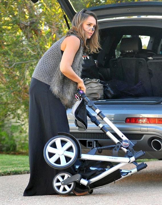 Jessica Alba prépare la poussette pour Haven Garner !