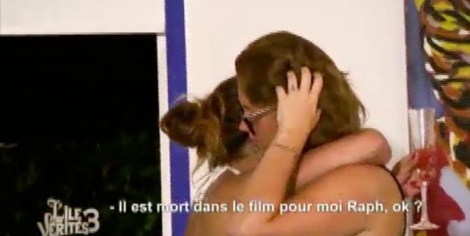 Aurélie doute de la sincérité de Manon