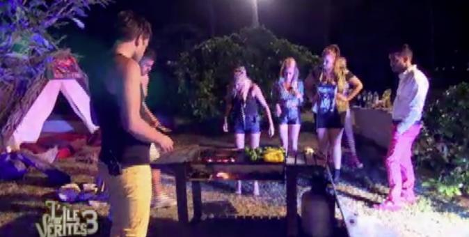 Zelko se charge du barbecue !