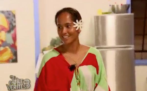 Une tahitienne vient donner un cours de cuisine aux résidents !