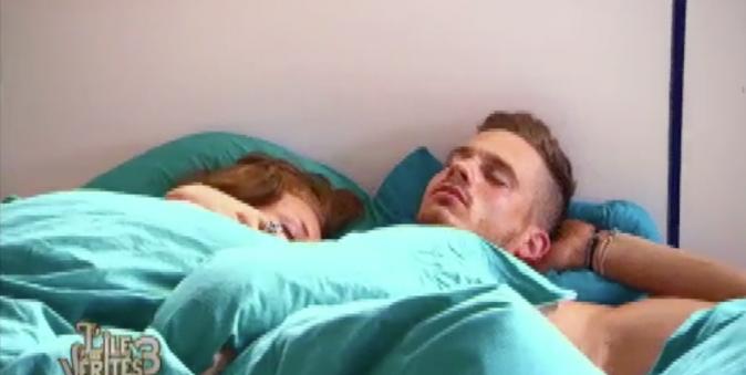 Ils se réveillent dans le même lit