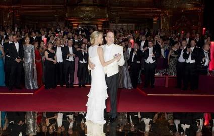 Les mariés ouvrent le bal...trop romantique !