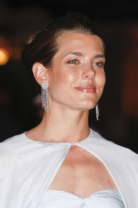 Vous la préférez avec des boucles d'oreilles en diamant ?