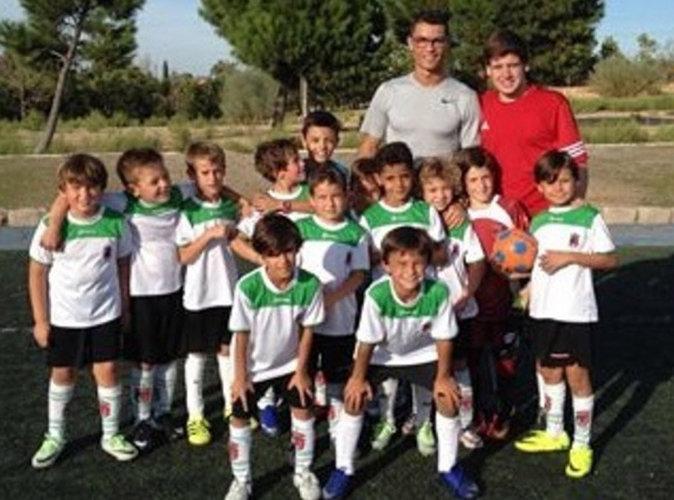Vidéo : Cristiano Ronaldo joue les ramasseurs de balles à l'occasion du premier match de son fils !