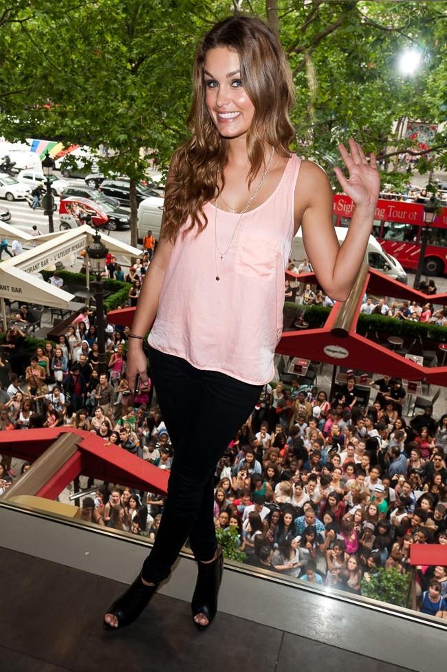 Jeny Priez le 27 juin 2012 à Paris