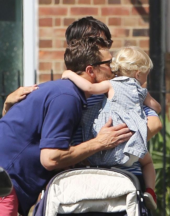 Jamie Dornan en famille à Londres le 11 juillet 2015