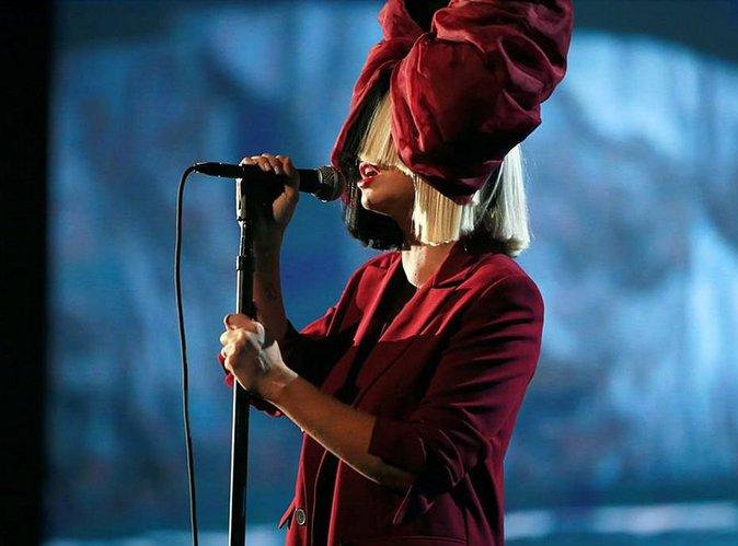 Sia : Pourquoi elle ne veut pas montrer son visage