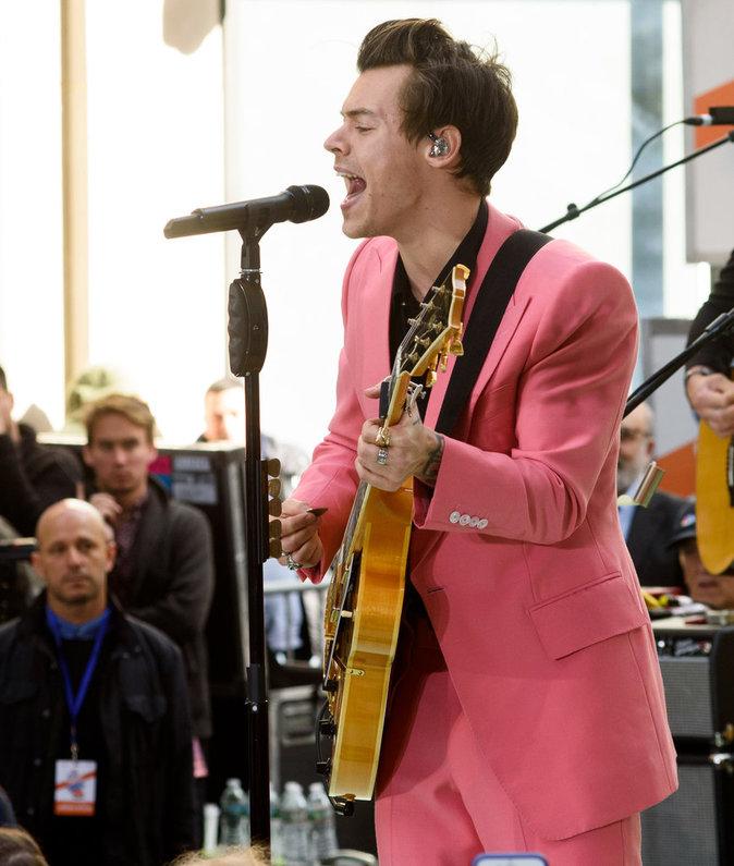 Harry Styles : Le chanteur a donné un mini-concert mardi 9 mai pour le show Today, de NBC sur la place du Rockefeller Center à New York