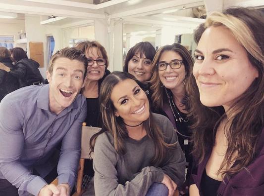 Lea Michele et Robert Buckley roucoulent sur le tournage de leur nouvelle série !