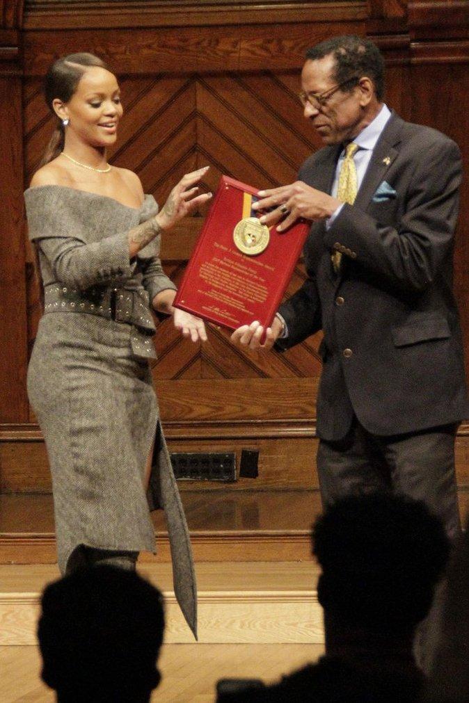Rihanna : Honorée à Harvard, la chanteuse se prononce au nom de l'action humanitaire