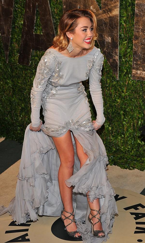 Pas pratique cette robe Roberto Cavalli !