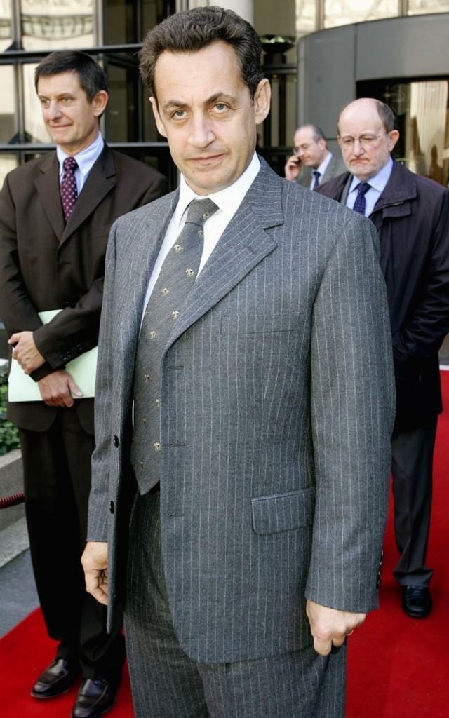 En octobre 2004 : cravate assortie au costume