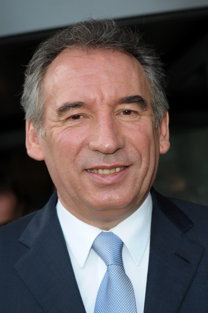 François Bayrou: Les cheveux poivre et sel et indisciplinés, son calvaire !