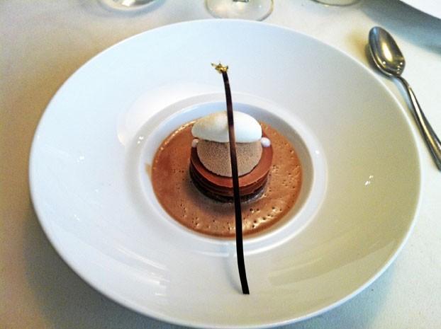 Dessert : Le Madagascar : crème légère de chocolat au lait Tanariva, croustillant praliné et fraîcheur de citron vert.