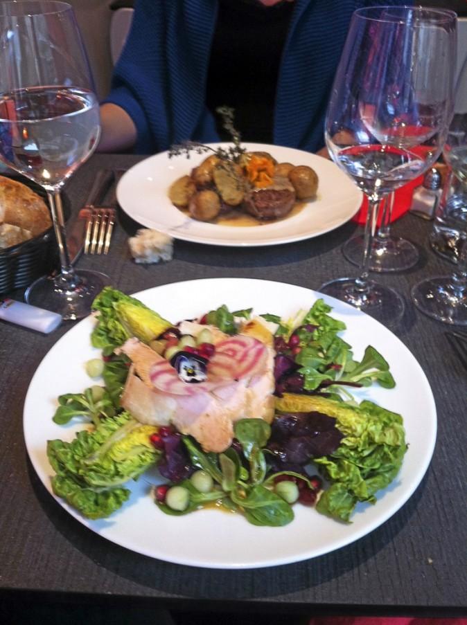 Plat : salade de saison au poulet grillé, c'est fun, c'est très fun, ça se mange sans faim !