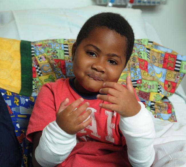 Découvrez Zion Harvey, 8 ans, le plus jeune (et adorable) greffé des deux mains !