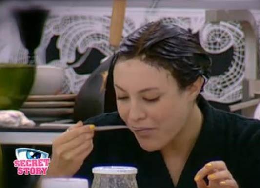 """Morgane mange bien de la pâte à tartiner !"""