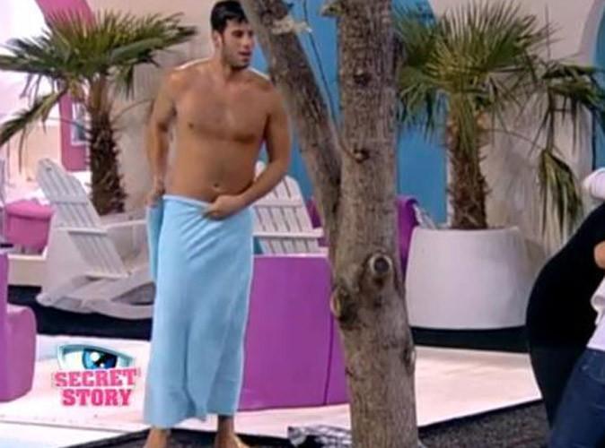 Secret Story 5 : Zelko tout nu dans la piscine !
