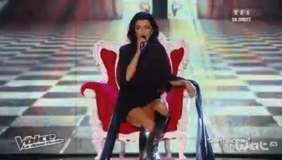 Pour sa chanson avec ses talents, Jenifer s'offre une nouvelle tenue et un ... trône