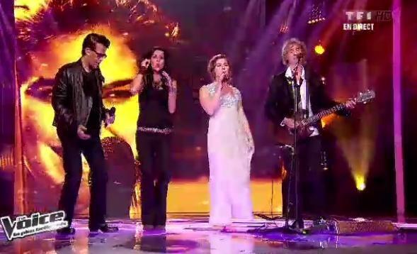 Louis Bertignac chante avec ses trois élèves