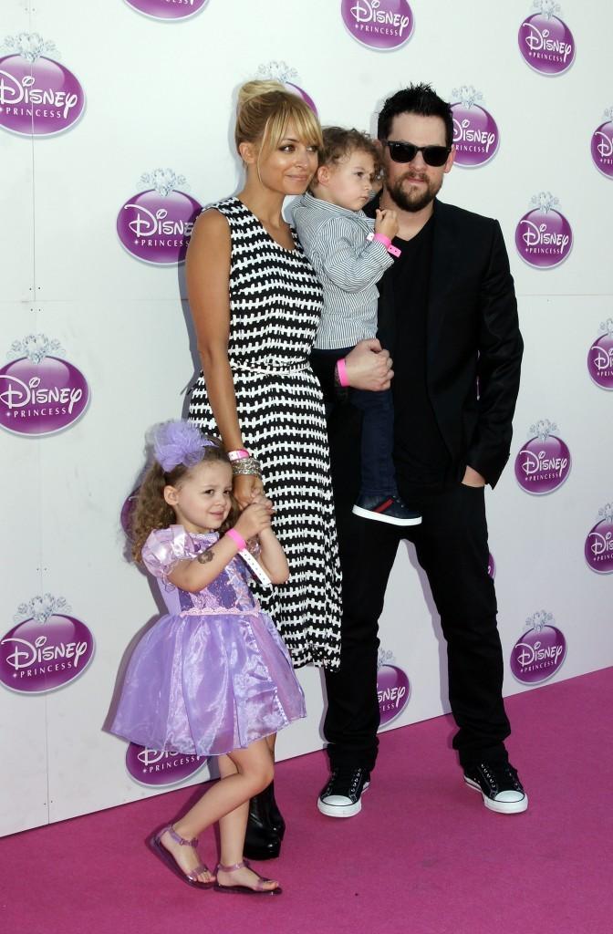 Nicole Richie et sa petite famille prennent la pose