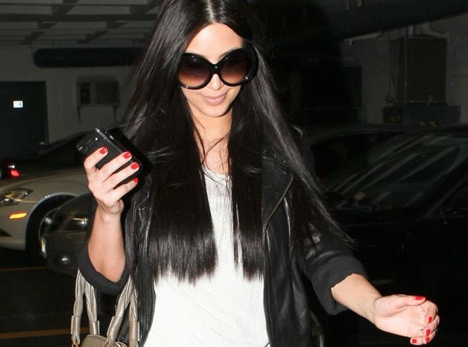 Les ongles colorés de Kim Kardashian !